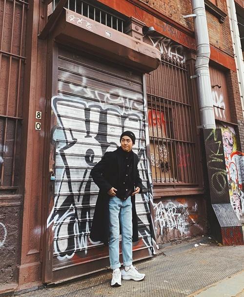 Su Ho (EXO) lên đồ sành điệu, pose dáng như mẫu ở Mỹ.