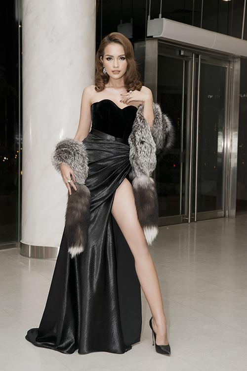 Hoa hậu Siêu Quốc gia Việt Nam 2018 Ngọc Châu khoe vẻ gợi cảm, chân thon dài với bộ cánh hút mắt.