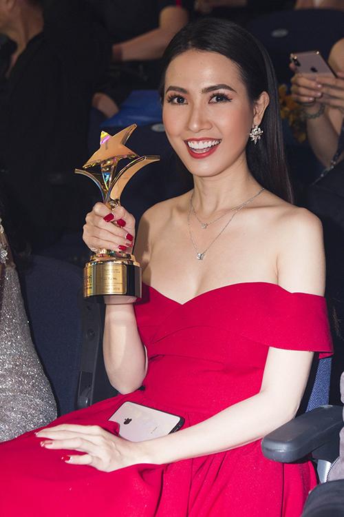 Hoa hậu Đại sứ Du lịch 2018 - Phan Thị Mơ chiến thắng đề cử Nữ diễn viên truyền hình được yêu thích nhất do khán giả bình chọn. Đây là lần thứ hai liên tiếp, nữ diễn viên trẻ đạt thành tích này. Vai diễn Ngân trong phim Hoa hồng thép mang đến cho Phan Thị Mơ sự yêu thương từ khán giả.