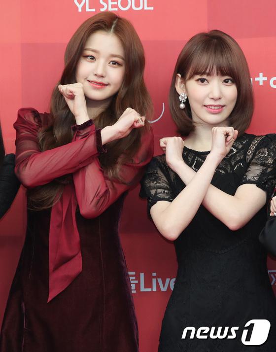 Jang Won Young và Sakura đọ nhan sắc trên thảm đỏ. Họ là hai thành viên nổi tiếng nhất trong nhóm.