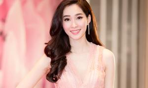 Hoa hậu Thu Thảo diện đồ mong manh giữa trời rét