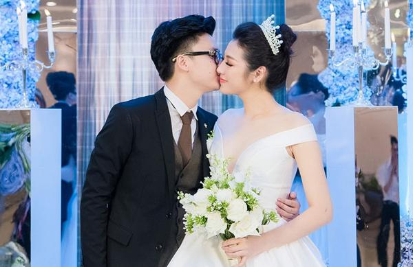 Dương Tú Anh trong đám cưới.