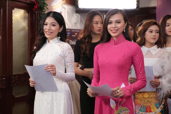 Ngày 5/1, vòng sơ khảo miền Nam cuộc thi Hoa hậu Bản sắc Việt toàn cầu 2019 diễn ra tại TP HCM, thu hút hàng trăm thí sinh đến đăng ký. Nhiềungười đẹp đều chọn trang phục áo dài truyền thống để ghi điểm với giám khảo.