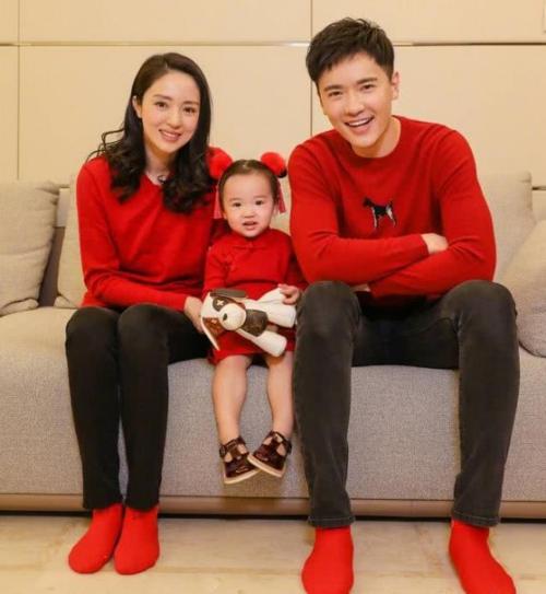 Cao Vân Tường cùng vợ và con gái.