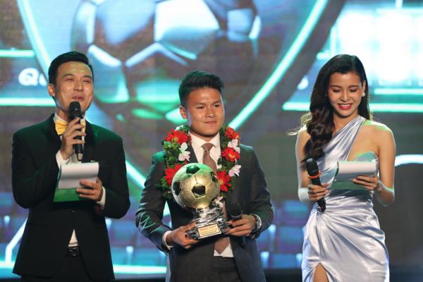 Quang Hải nhận danh hiệu Quả bóng Vàng Việt Nam 2018.