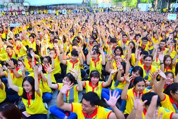 Chiến dịch Xuân tình nguyện là hoạt động do Hội Sinh viên Việt Nam tại TP HCM tổ chức cho sinh viên vào thời điểm trước Tết. Mục đích của chiến dịch nhằm thực hiện nhiều hoạt động công tác xã hội hướng đến những người khó khăn, các mái ấm, nhà mở, người lao động nghèo, sinh viên nghèo, các chiến sĩ bộ đội ở biên giới, biển đảo...