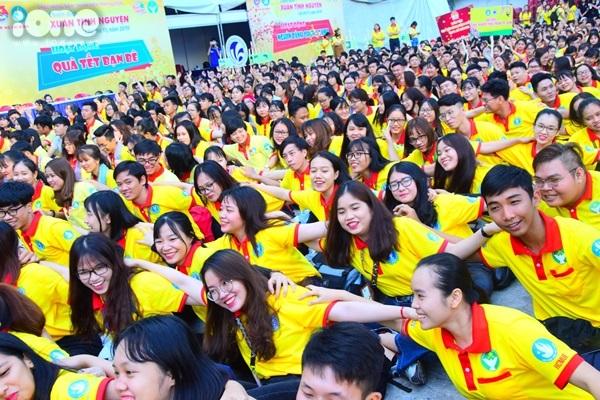 Các bạn trẻ còn sẽ tiến hành sửa chữa, cải tạo, làm đẹp cho các khu ký túc xá, Ga Sài Gòn, khu dân cư, công viên, xây thêm nhiều điểm sân chơi cho thiếu nhi ở khu vực ngoại thành ... để giúp người dân đón Tết.