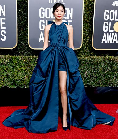 Tối 6/1, lễ trao giải Quả cầu vàng 2019 diễn ra tại Los Angeles, Mỹ. Thảm đỏ sự kiện là nơi quy tụ hàng trăm mỹ nhân, tài tử hàng đầu Hollywood. Trong hình là Gemma Chan - nữ diễn viên Con nhà siêu giàu châu Á.