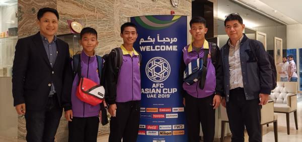 Đội bóng nhí Lợn Hoang đến cổ vũ đội tuyển Thái Lan trong trận mở màn Asian Cup 2019