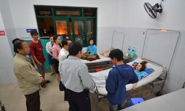 Nhiều đoàn nhanh chóng đến bệnh viện, chia sẻ với các nạn nhân.