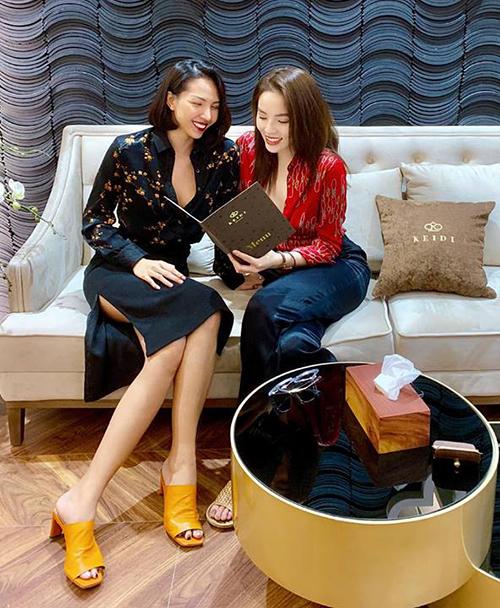 Mặc tin đồn yêu đồng tính, Minh Triệu và Kỳ Duyên vẫn rất thân thiết, rủ nhaumở cơ sở kinh doanh chung.