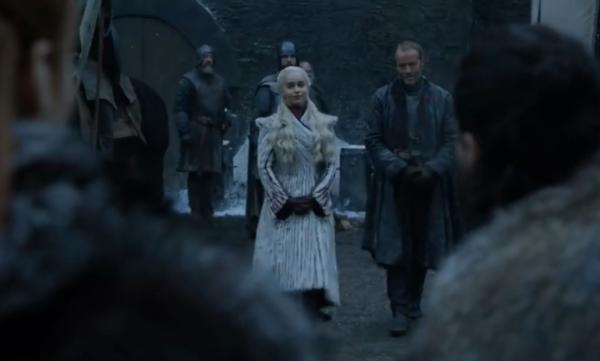 [Lần đầu tiên mẹ Rồng Daenerys đặt chân đến Winterfell.]