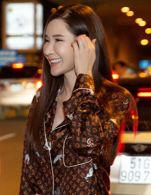 Lý Quí Khánh và Jamie Chua có mối quan hệ thân thiết được hơn 5 năm trước. Cả hai có nhiều quan điểm chung về thời trang và đều dành tình yêu cho những món hàng hiệu. Khi nhận lời mời của NTK Việt, nữ đại gia châu Á liền nhận lời.