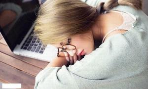 Lý do khiến bạn thường xuyên ngủ gật trên lớp