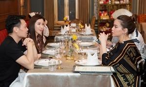 Hồ Ngọc Hà trò chuyện cùng 'nữ đại gia hàng hiệu' châu Á