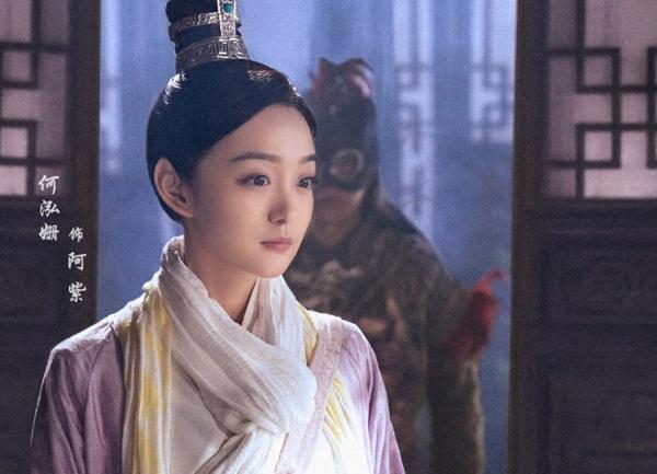 Thủ vai A Tử là nữ diễn viên sinh năm 1987 Hà Hoằng San. Đã hơi 30 tuổi nhưng Hoằng San lại có khuôn mặt khá trẻ con, cưa sừng làm nghé cũng không bị chê lố. Trước đó, cô được biết đến với vai Mai tần - Bạch Nhị Cơ trong Như Ý truyện.