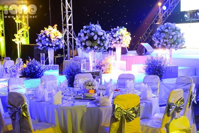 <p> Các bàn ăn sử dụng gam màu trắng để tạo nên độ sang trọng.</p>