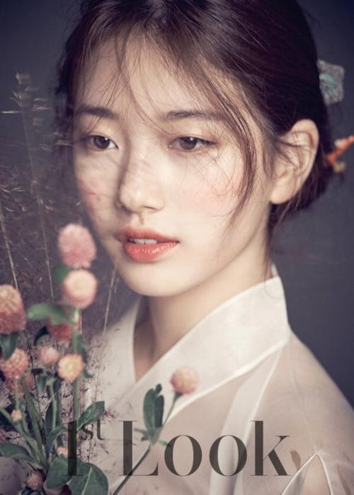 Người hâm mộ không thể cưỡng lại sự quyến rũ của Suzy với làn môi cong gợi cảm này. Cô cũng là gương mặt được nhiều thương hiệu mỹ phẩm săn đón bởi vẻ đẹp trong sáng tự nhiên.