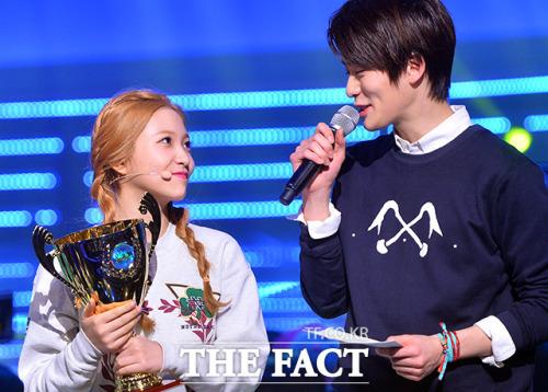 Hai người từng xuất hiện trong Show Champion năm 2015, thời điểm Jae Hyun vẫn là thành viên thuộc SMRookies.