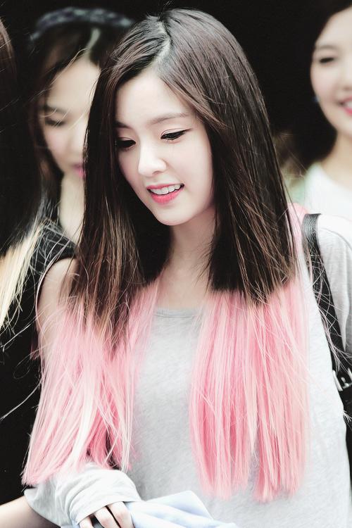 Nhìn lại hành trình nhan sắc của Irene từ 2014 đến nay, người dùng mạng Hàn Quốc kết luận, nữ thần tượng SM ngày càng xinh đẹp. Dù sắp 29 tuổi, mỹ nhân nàyvẫn có một khuôn mặt khó tìmngười thay thế.