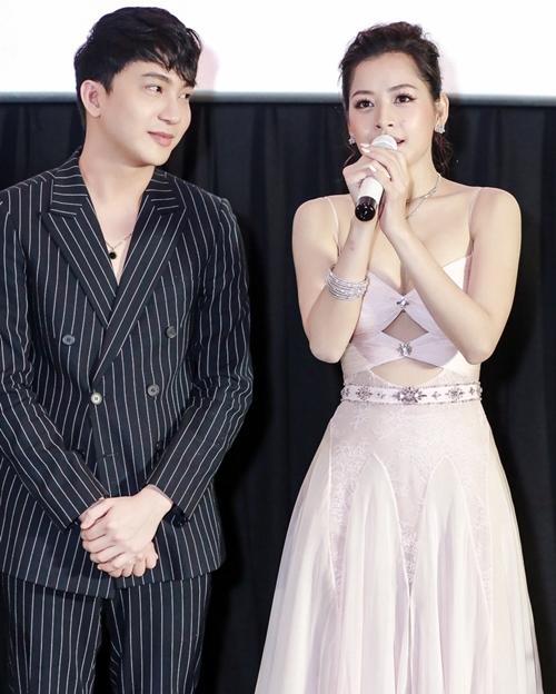Chi Pu gây chú ý khi liên tiếp có đến hai cảnh hôn với diễn viên Bình An và Lê Xuân Tiền trong trailer hé lộ. Nữ diễn viên tỏ ra khá tiếc nuối khi đạo diễn cho cô đóng quá ít cảnh thân mật, lại không được ém hàng thay vì bung hết trên trailer.