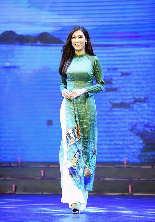 Hoa hậu Áo dài 2018 Phí Thùy Linh.