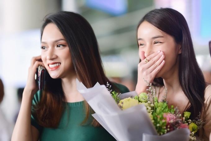 """<p> Yoshi Rinrada được mệnh danh """"thiên thần chuyển giới"""" của Thái Lan, nổi tiếng khắp châu Á. Cô từng là đối thủ đáng gờm nhất của Hương Giang tại Hoa hậu Quốc tế 2018 nhưng cuối cùng chỉ giành ngôi Á hậu 2.</p>"""