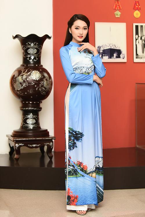 Sau bộ sưu tập Ý xuân tại chương trình Duyên dáng Việt Nam cách đây không lâu, HH Ngọc Hân tiếp tục giới thiệu bộ sưu tập áo dài khác trong sự kiện ra mắt kênh truyền hình văn hóa du lịch của VOV, diễn ra vào qua (19/1) tại Hà Nội.