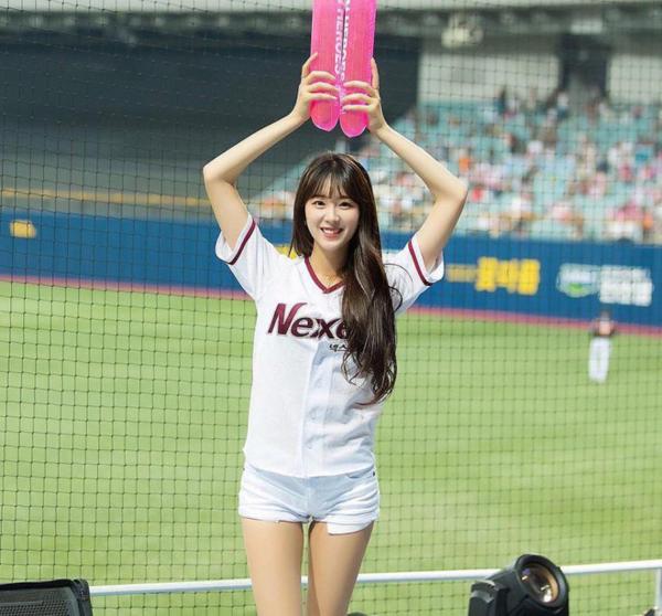 Cô gái 22 tuổi này cũng được chọn là một trong những người rước đuốc cho Olympics mùa Đông 2018 diễn ra ở Hàn Quốc, bên cạnh rất nhiều người nổi tiếng khác của Kbiz.