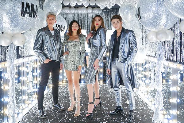 Cô diện trang phục tông xuyệt tông cùng các học trò The Face: Brian Trần, Tuyết Như và Tuấn Kiệt.