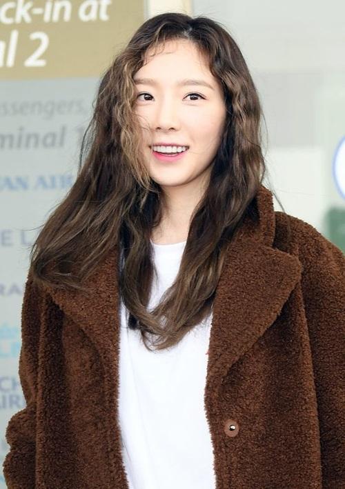Một mỹ nhân có vẻ đẹpma cà rồng khác cũng xuất hiện tại sân bay Incheon sáng nayđó là Tae Yeon. Thành viên SNSD xuất phát tới Singapore để tổ chức Tae Yeon Concert vào 2 ngày 12-13/1.