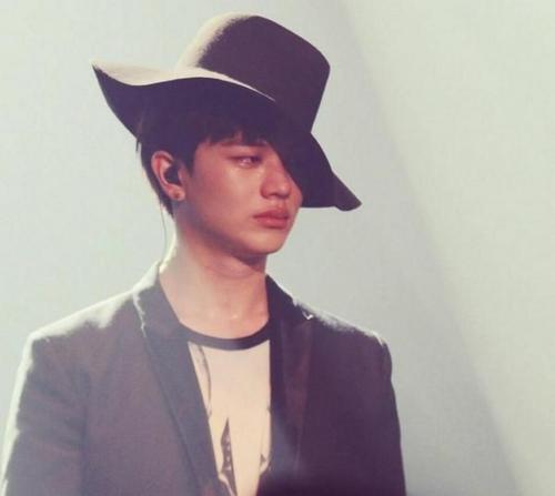 Nổi tiếng với hình tượng mạnh mẽ, hài hước nhưng Sung Jae (BTOB) cũng nhiều lần rơi nước mắt trước mặt khán giả.