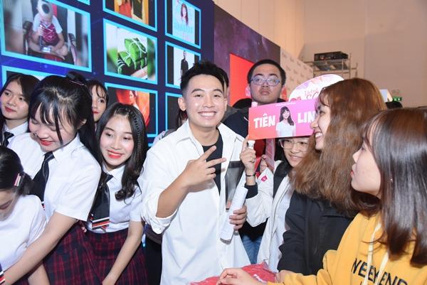Các bạn trẻ còn được giao lưu với các Youtuber nổi tiếng trong và ngoài nước: Zom Marie và Fah Sarika, Phở Đặc Biệt, Đậu Phộng TV, Củ Tỏi, Ngọc Thảo..