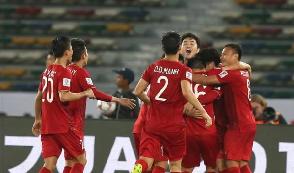 Các cầu thủ Việt Nam nhỏ con hơn hẳn đối thủ.