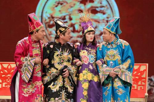 Vân Dung, Chí Trung (giữa) là các nghệ sĩ gắn bó với Táo Quân trong suốt 16 năm qua.