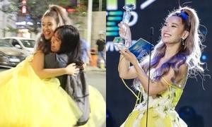 Hoàng Yến Chibi ăn mừng giải thưởng với fan
