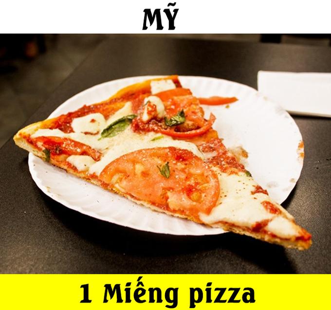 """<p> Tại Mỹ, 1 USD chỉ có thể mua được một miếng pizza, thực sự phần ăn này không thể khiến những chiếc bụng đói """"thỏa mãn"""".</p>"""