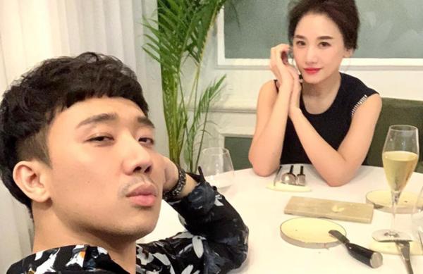 Hari Won - Trấn Thành trong bữa tiệc kỷ niệm 3 năm bên nhau.