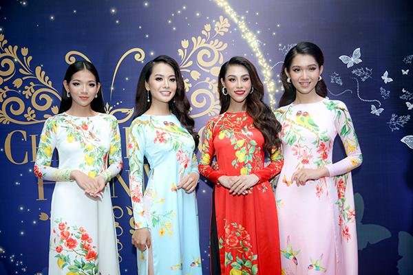 Cô gái 9x (ngoài cùng bên phải) tỏa sáng với vẻ đẹp nữ tính. Trong những chiếc áo dài hay dạ hội. Nhật Hà tự tin khoe vóc dáng. Cô còn có bài thuyết trình tự tin về giá trị, ước muốn cho cộng đồng LGBT.