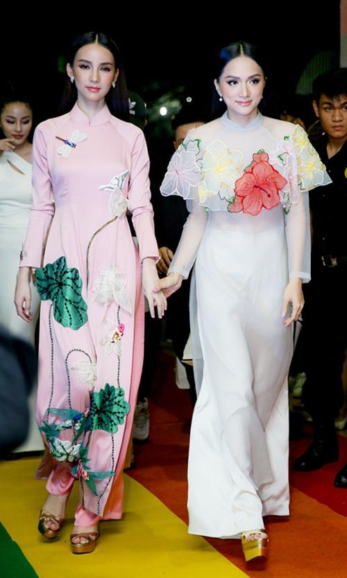 Thiênthần chuyển giới Thái Lan diện áo dài đẹp chẳng thua ai