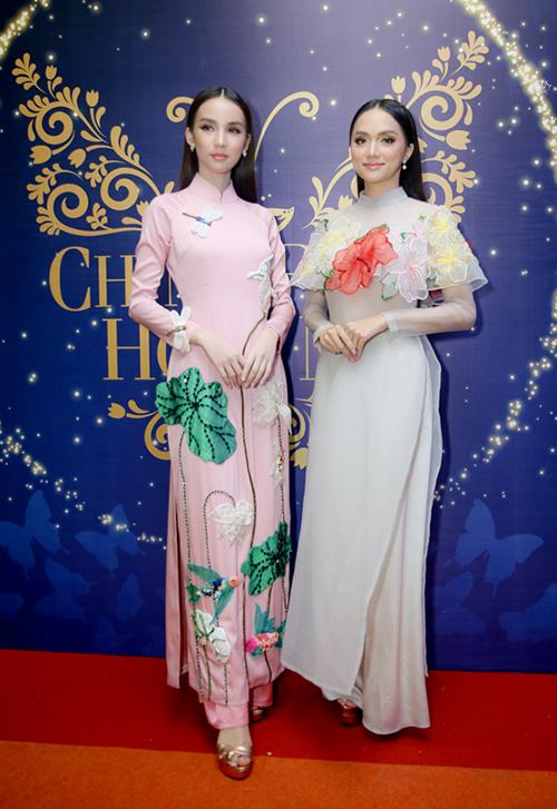 Thiênthần chuyển giới Thái Lan diện áo dài đẹp chẳng thua ai - 1