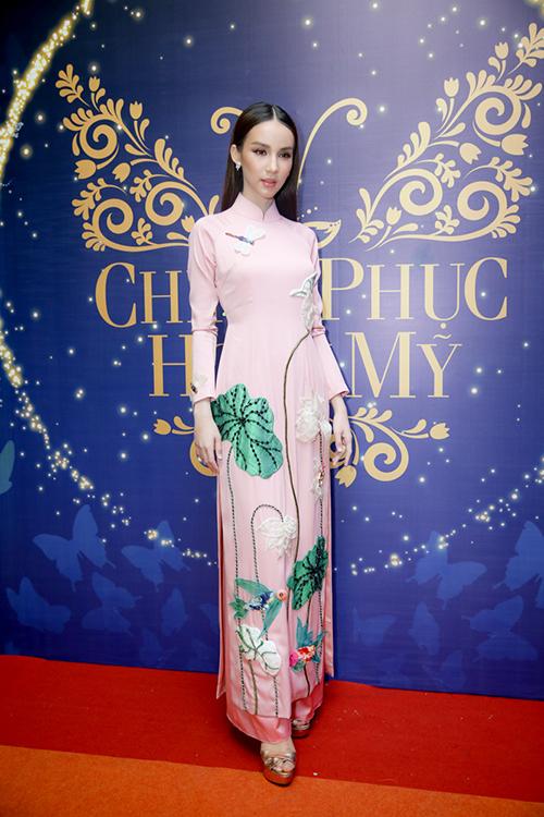 Thiênthần chuyển giới Thái Lan diện áo dài đẹp chẳng thua ai - 3