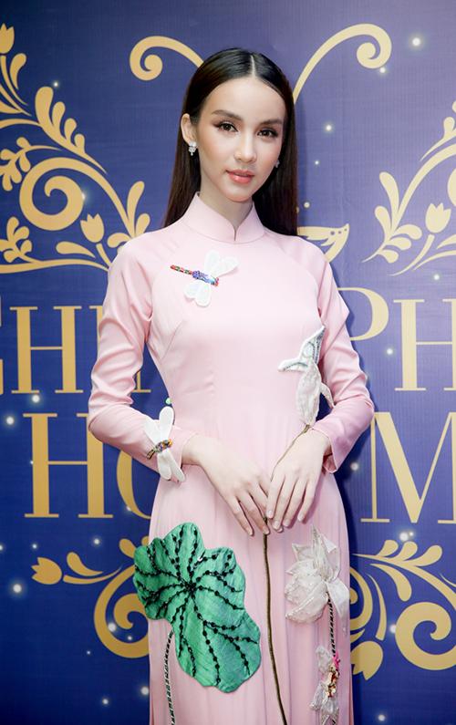 Thiênthần chuyển giới Thái Lan diện áo dài đẹp chẳng thua ai - 4