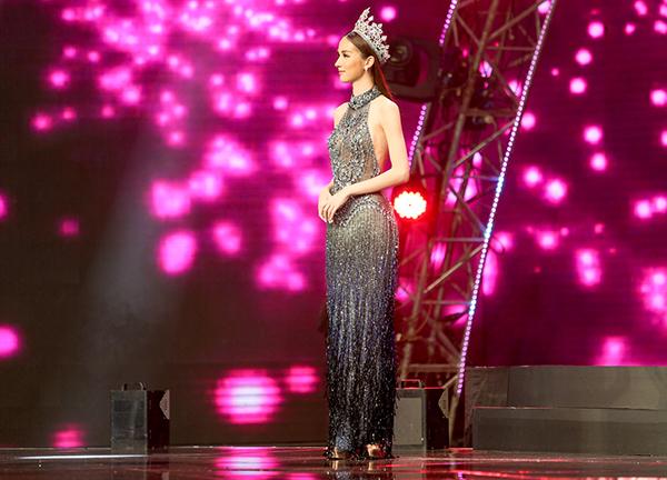 Thiênthần chuyển giới Thái Lan diện áo dài đẹp chẳng thua ai - 7