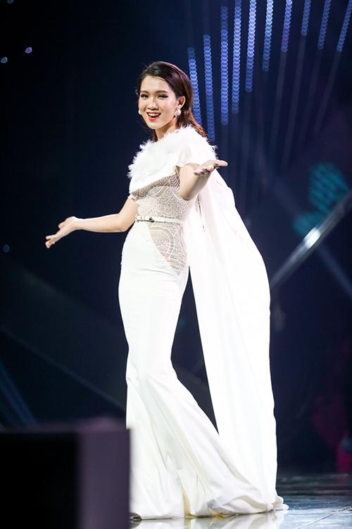 Trong đêm chung kết, Nhật Hà tỏa sáng trong các phần thi khoe hình thể, tài năng và giao tiếp trước đám đông.