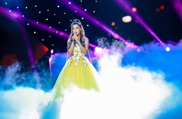 Ca khúc Nụ hôn đánh rơi mang về chiếc cup thứ 2 cho Hoàng Yến Chibi trong năm qua. Trước đó, nữ ca sĩ chiến thắng hạng mục Ca khúc nhạc phim tại giải thưởng Keng Young Awards 2018. Như vậy, Chỉ hơn một tuần lễ, Hoàng Yến Chibi ẵm 4 chiếc cúp - ghi dấu ấn 2018. Ngoài hai chiếc cup trên, cô giành đúp giải thưởng Diễn viên được yêu thích nhất do khán giả bình chọn và Nữ diễn viên điện ảnh xuất sắc nhất (do Hội đồng nghệ thuật bình chọn) tại Ngôi Sao Xanh 2018.