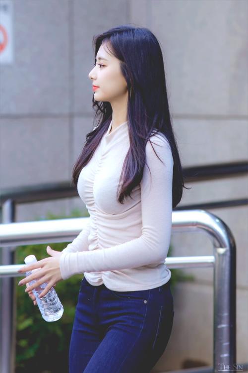Tzuyu nổi tiếng với nhan sắc thuộc hàng nữ thần của Kpop.