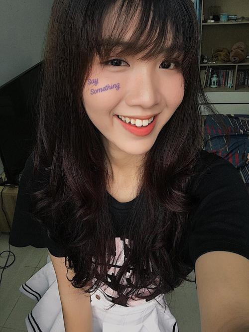 Tuy có răng thỏ dễ thương nhưng Nhật Hà cũng được nhiều fan khuyên là nên niềng răng để có nụ cười hoàn hảo hơn nữa, xứng tầm một hoa hậu.