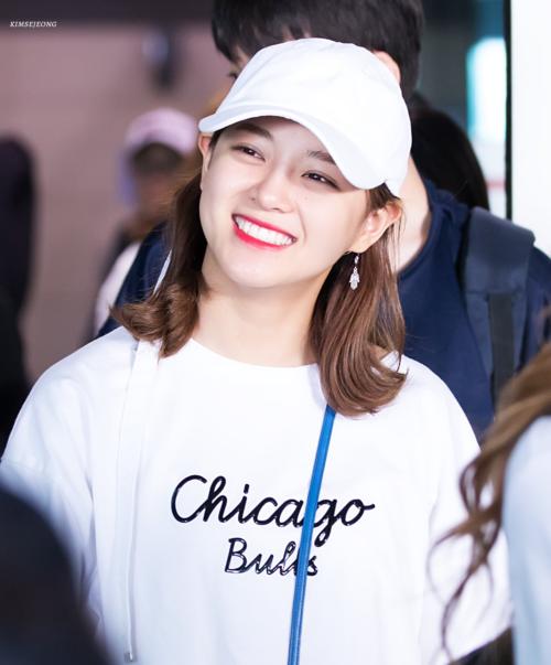 Se Jeong cũng được biết đến là một trong những idol sở hữu mắt cười nổi tiếng nhất hiện nay.