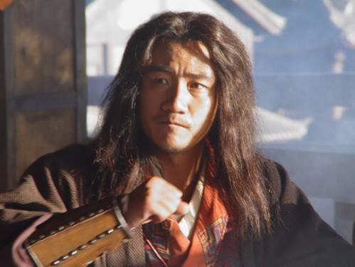 Các nhân vật nam của Thiên long bát bộ 2003 cũng không làm khán giả thất vọng. KiềuPhong của Hồ Quân là một trong những Kiều Phong khí chất nhất trên màn ảnh. Anh đã hóa thân xuất chúng thành một vị đại hiệp luôn xả thân vì nghĩa lớn.